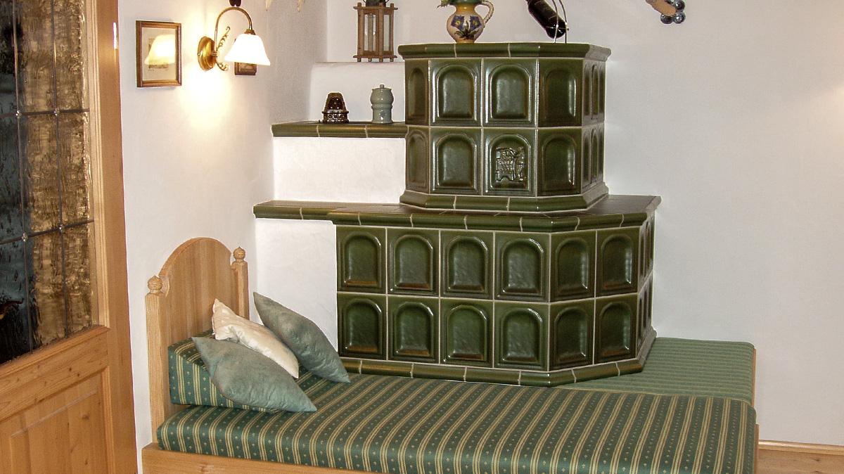 kaminofen gemauert rustikal raum und m beldesign inspiration. Black Bedroom Furniture Sets. Home Design Ideas